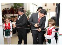 2010. 08. Az új iskola átadása